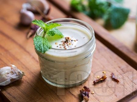 Сос от тахан с чесън и лимонов сок - снимка на рецептата